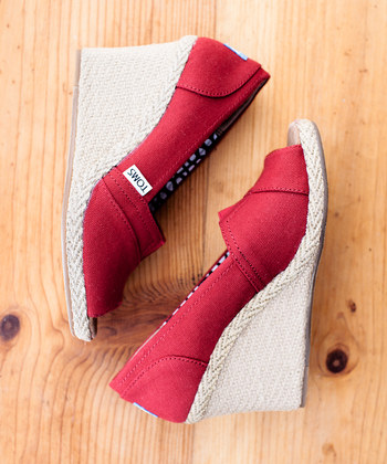 toms red wedges